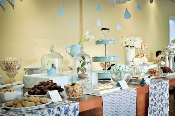 Chá de bebê em tons de Azul e Branco para Menina idéias de decoração chá de fraldas chá de bebê branco azul para meninas azul